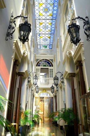 Palacete Chafariz D'El Rei : The atrium.