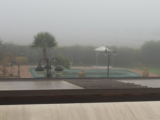 County House Il Roseto: The thick fog prevented the beautiful views of the city of Assisi