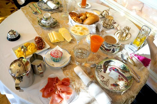Palacete Chafariz D'El Rei: Breakfast for one.