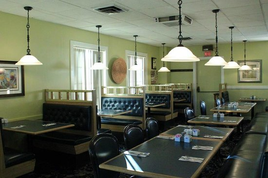 Corner View Restaurant: Front Dining Room