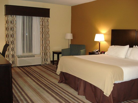 Holiday Inn Express Hotel & Suites Natchez South: Room