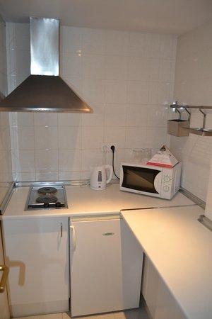 Aparthotel Atenea Valles: Cocina en habitación
