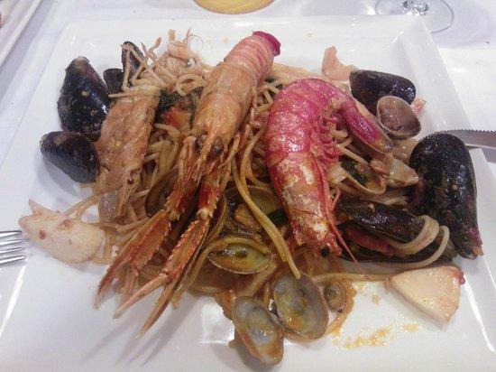 Pizzeria La Buca : spaghetti allo scoglio - ECCEZIONALI!!
