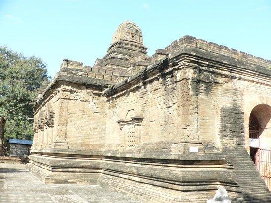 Nanpaya: Manuha prison, buit by prince Naga Thaman in 11th century