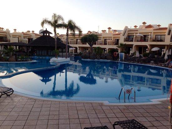 Royal Sunset Beach Club by Diamond Resorts: Piscina