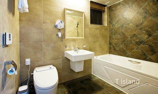 T.Island: Bathroom