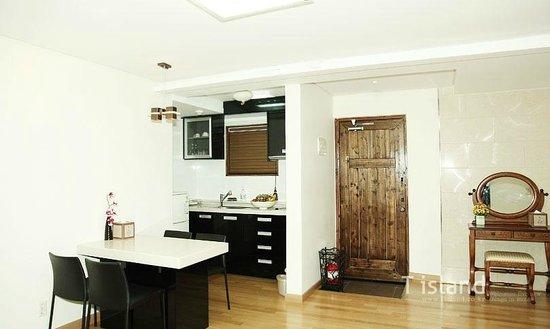 T.Island: Kitchen
