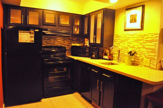 Staybridge Suites Lake Buena Vista: Big kitchen. Good for family and long stay.