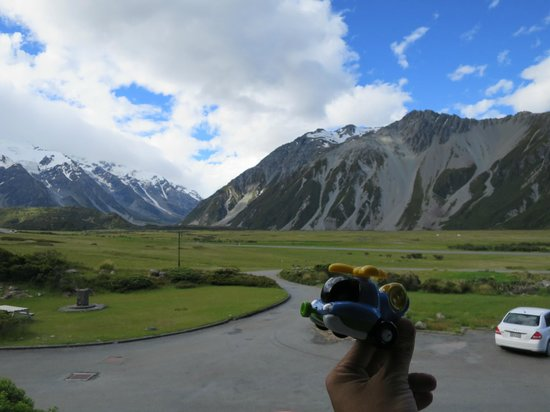 Mt Cook Lodge and Motels : View from balcony