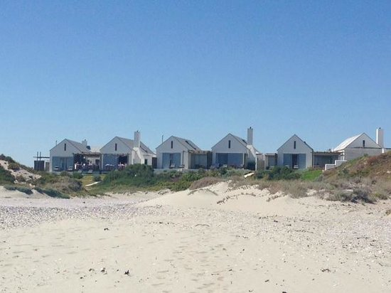 Strandloper Ocean Boutique Hotel: View from beach to the hotel
