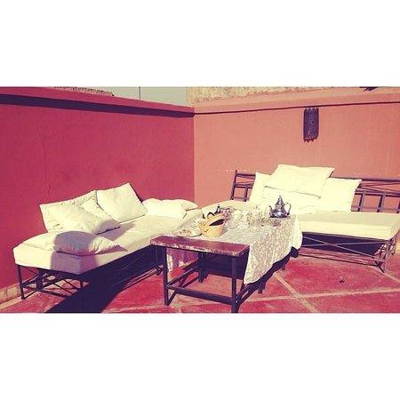 Terraza al sol del Riad Alnadine