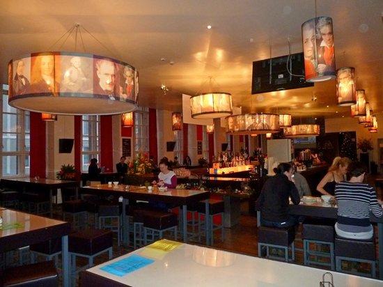 PLUS Berlin: Le restaurant et son bar