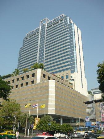 Pathumwan Princess Hotel: Exterior view of hotel
