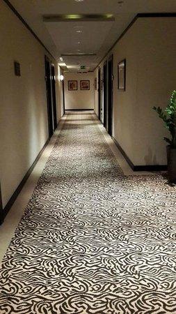 Copthorne Hotel Sharjah: hallway
