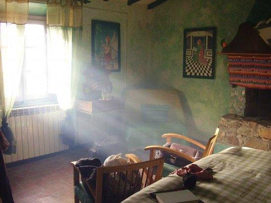 Camera da letto con camino   picture of la fornacina country house ...