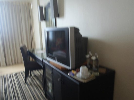 Centara Hotel Hat Yai : TV