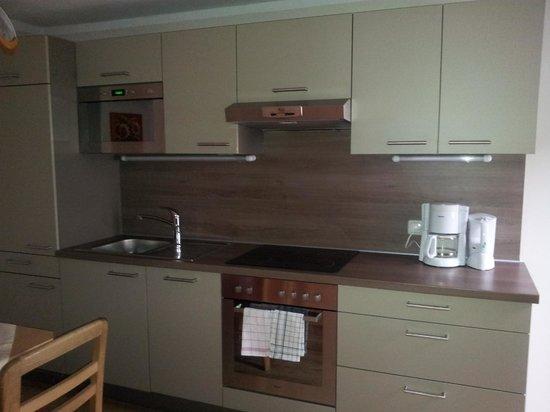 Mair Appartements: Kitchen