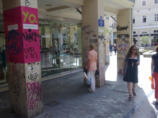 Epidavros Hotel: Магазины рядом с отелем