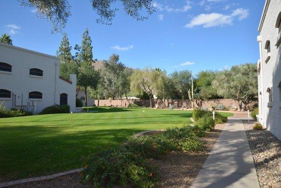 Scottsdale Camelback Resort: Beautiful hotel grounds