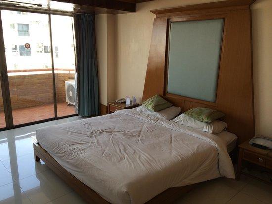 Mike Beach Resort: スイート2ベットルームタイプ主寝室はダブルベットです。