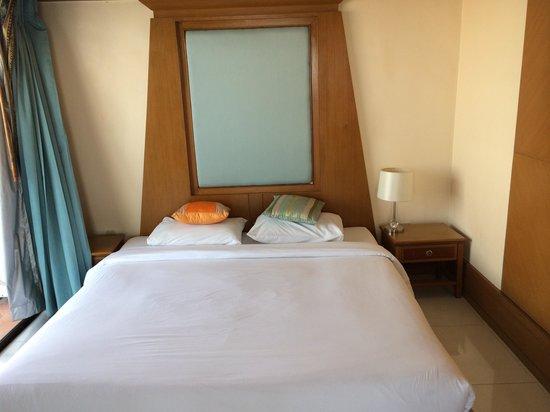 Mike Beach Resort: スイート2ベットルームタイプの副寝室で、こちらにはテレビはありません。