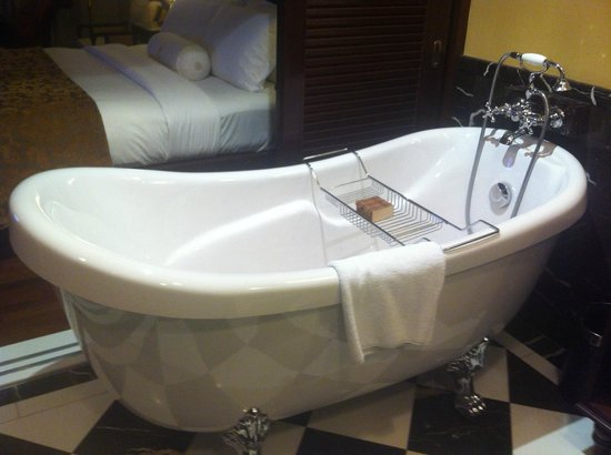 The Majestic Malacca: The fabulous bath!