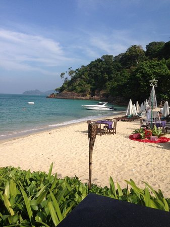 Koh Chang Cliff Beach Resort: plage de l hotel