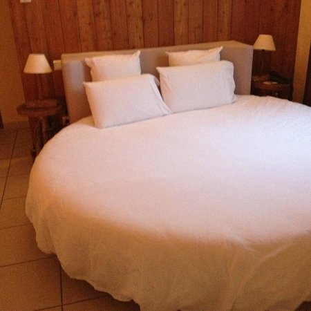 Hotel le Belvedere : Lit rond