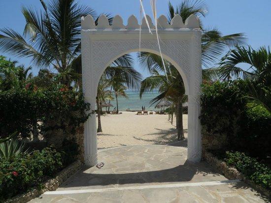Jumbo Watamu: Uscita dal villaggio verso la spiaggia privata