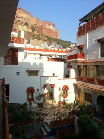 Krishna Prakash Heritage Haveli: The view of the main courtyard