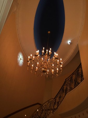 Burj Al Arab Jumeirah: Beautiful chandelier at staircase