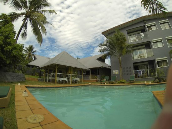 Coconut Palms Resort : Pool Area & Dining Gazebo
