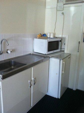 Bunbury Apartment Motel: view of the sink
