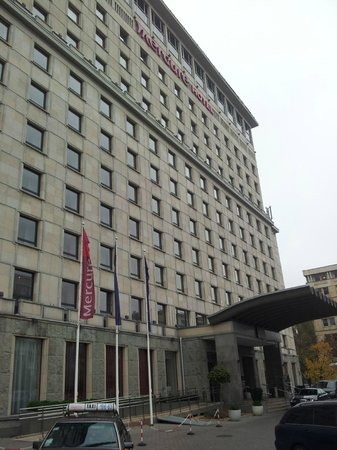 Mercure Warsaw Grand : The hotel from the outside