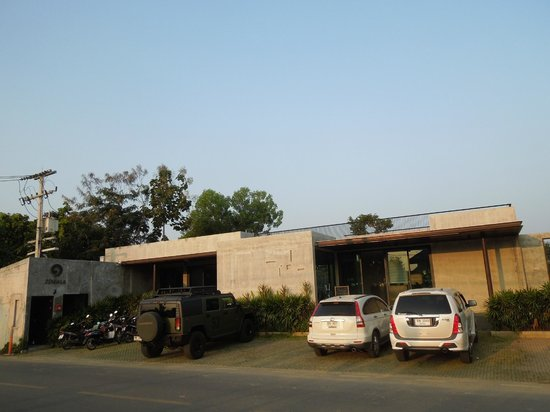 Zensala Riverpark Resort: Entrance