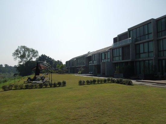 Zensala Riverpark Resort: Spacious open area