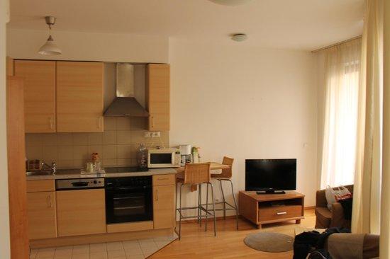Town Hall Apartments: Cucina della camera