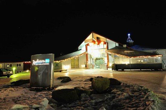 Radisson Blu Polar Hotel, Spitsbergen, Longyearbyen: Entrance to hotel