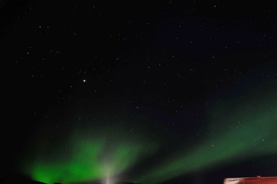 Radisson Blu Polar Hotel, Spitsbergen, Longyearbyen: Northern Lights from outside hotel