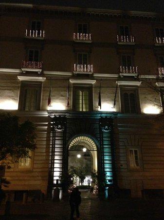 Palazzo Caracciolo Napoli MGallery by Sofitel: l'ingresso