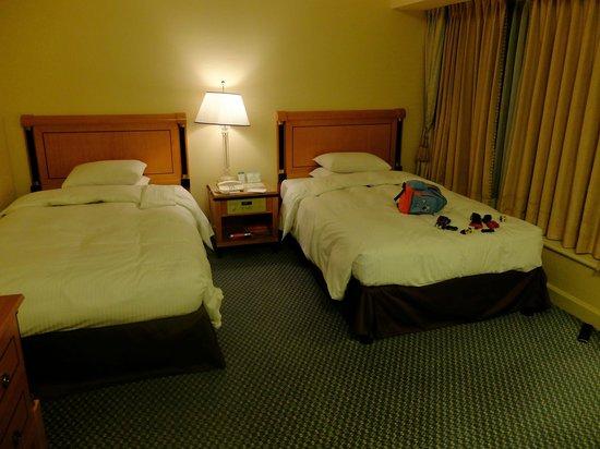 RIHGA Royal Hotel Osaka : 広くて快適なツインベッドルーム