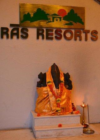 Ras Resorts Silvassa: Entrance