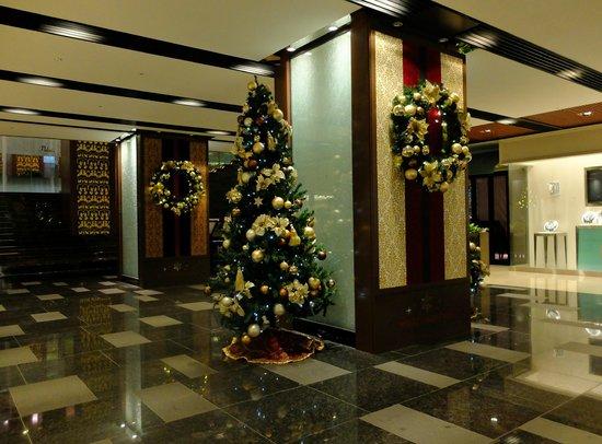 RIHGA Royal Hotel Osaka: 12月中旬だったのでクリスマス一色
