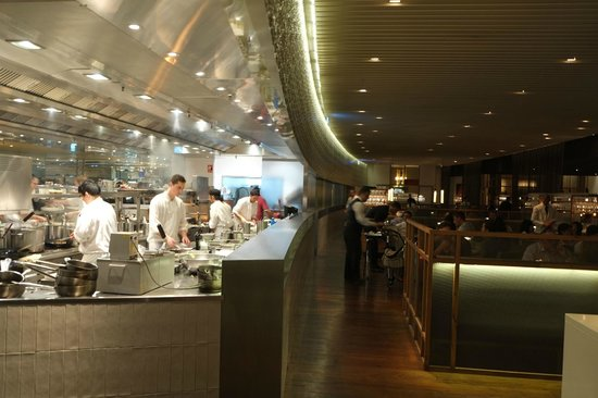 Rockpool Bar & Grill: open kitchen and dinning area
