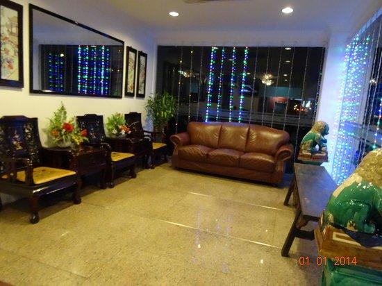 Dynasty Inn: Hotel lobby