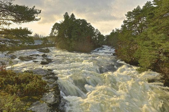 Killin, UK : Sam Cowan Falls of Dochart 29/12/2013