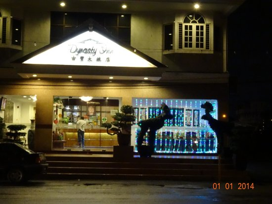 Dynasty Inn: Hotel front view