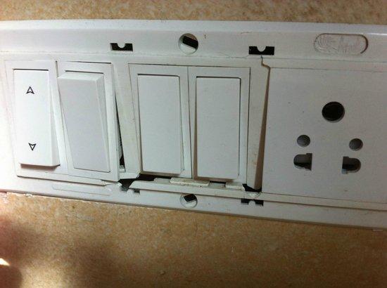 OYO 658 Hotel Seven Seas: broken switches