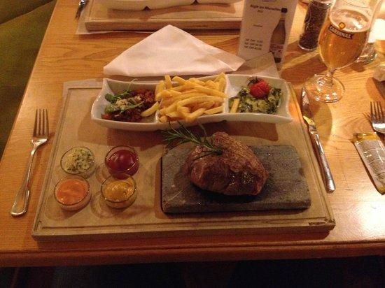 Hostellerie am Schwarzsee : Diner! Heerlijke entrecote van de 'hotstone'!