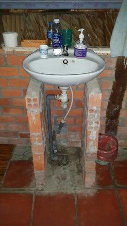 Minh Viet Homestay: le lavabo délabré